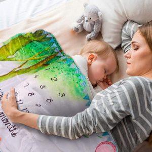 Színes állatos mérföldkő baba takaró
